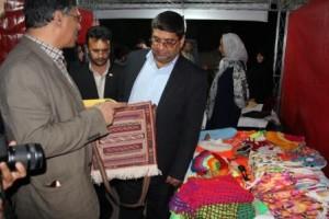 بازدید فرماندار از نمایشگاه ناشنوایان